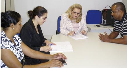 Os diretores Vania Moraes e Ciro Moraes e a advogada do sindicato drª Regiane, na mediação com a fiscal do MTE Marisa Domingos Giglio