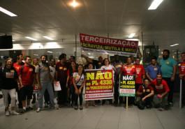 Ato contra a terceirização no dia 15/4/2015
