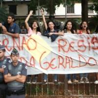 Alckmin fecha escolas, alunos as ocupam