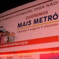 Ônibus tem banner da campanha contra a privatização