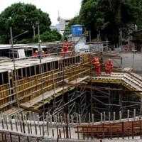 Empresas privadas lucram com atrasos em obras do metrô