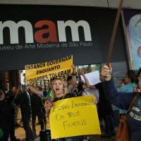 Funcionários do MAM são agredidos em protesto conservador