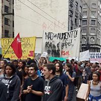 Protesto percorre as ruas do centro de SP contra aumento da tarifa do transporte
